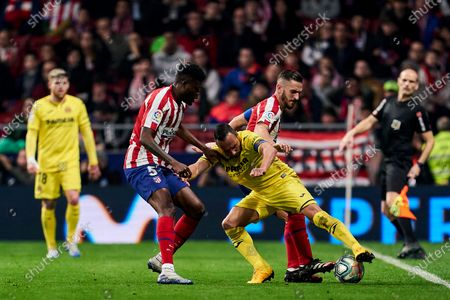 Thomas Partey and Jorge Resurreccion Merodio of Atletico Madrid and Santi Cazorla of Villarreal CF