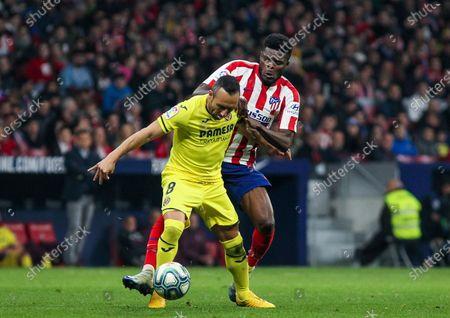 Santi Cazorla of Villarreal CF controls the ball