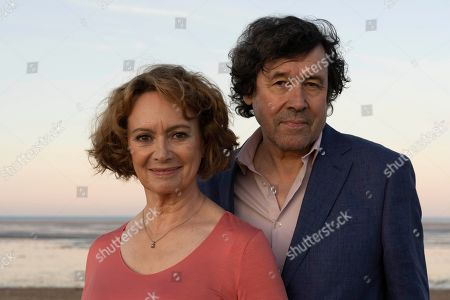 Francesca Annis as Vivien and Stephen Rea as Mark.