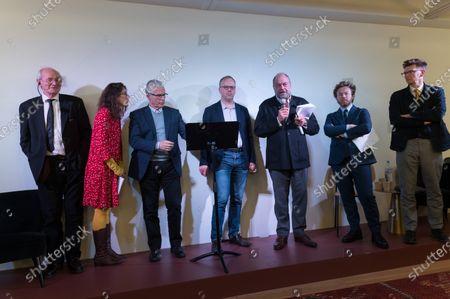 John Shipton, a guest, Baltasar Garzon, Christophe Deloire,  Eric Dupond-Moretti, Antoine Vey and a guest