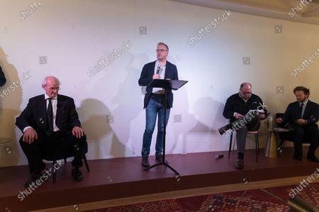 The father of Wikileaks founder Australian Julian Assange, John Shipton,  Christophe Deloire, Eric Dupond-Moretti and Antoine Vey.