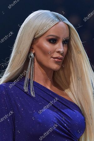 Gigi Gorgeous on the catwalk, detail