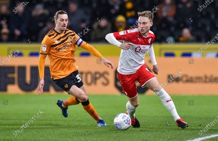 Jackson Irvine of Hull City and Cauley Woodrow of Barnsley