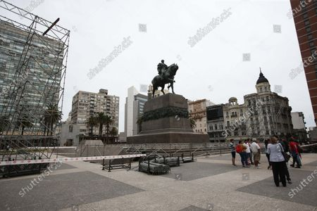 General view of the Plaza Independencia during the assembly of structures in preparations for the inauguration ceremony of the new president of Uruguay, Luis Lacalle Pou, which will take place on 01 March, in Montevideo, Uruguay, 25 February 2020. The Independence Square of the Uruguayan capital will be the stage in which Lacalle Pou will receive the presidential band of his predecessor, Tabare Vazquez, place where Jose Mujica (2010-2015) five years ago transferred the command to the current president.