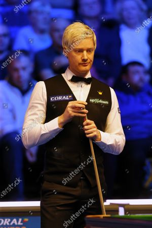Neil Robertson (AUS) prepares to play his shot during his first round match against Joe Perry (ENG)