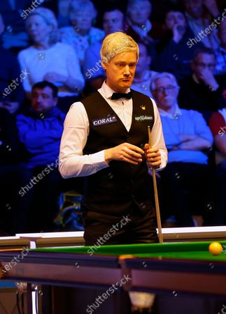 Neil Robertson (AUS) assesses his options during his first round match against Joe Perry (ENG)