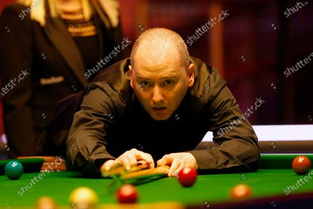 Graeme Dott (SCO) at the table during his first round match against John Higgins (SCO)