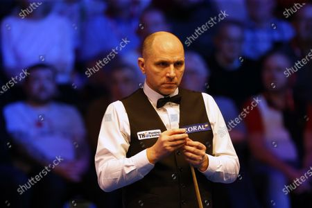Joe Perry (ENG) chalks his cue during his first round match against Neil Robertson (AUS)