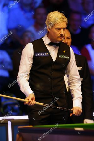 Neil Robertson (AUS) lines up a shot during his first round match against Joe Perry (ENG)