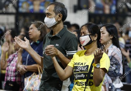Filipino Catholics with ash markings on the forehead wear protective masks during a mass to mark Ash Wednesday at Saint Peter Parish Church in Quezon City, east of Manila, Philippines, 26 February 2020. Ash Wednesday marks the beginning of the 40-day Lent period.