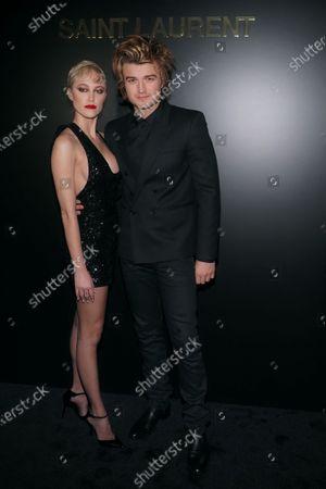 Maika Monroe and Joe Keery
