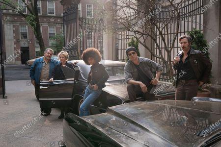 Saul Rubinek as Murray Markowitz, Carol Kane as Mindy Markowitz, Tiffany Boone as Roxy Jones, Logan Lerman as Jonah Heidelbaum and Josh Radnor as Lonny Flash