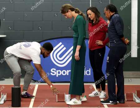 Heptathlete Jessica Ennis (second right) watches as para-athlete sprinter Emmanuel Oyinbo-Coker explains to Catherine Duchess of Cambridge how to use starting blocks during a SportsAid event at the London Stadium in Stratford
