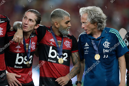 Gabriel Barbosa of Brazil's Flamengo talks to coach Jorge Jesus as he embraces teammate Filipe Luis during the award ceremony for the Recopa at the Maracana stadium in Rio de Janeiro, Brazil, . Flamengo bet Ecuador's Independiente del Valle 3-0