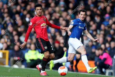 Aaron Wan-Bissaka of Manchester United and Leighton Baines of Everton
