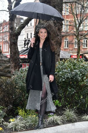 Zizi Vaigncourt-Strallen, star of West End production of Mary Poppins, unveils Mary Poppins statue
