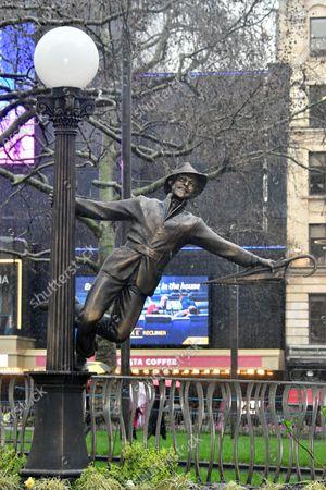 Gene Kelly Singin' in the Rain statue