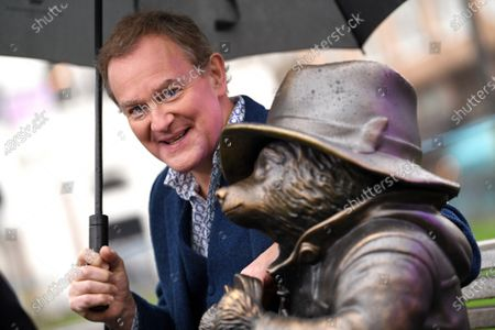 Stock Photo of Hugh Bonneville, star of Paddington and Paddington 2, unveils a Paddington statue as part of Discover LSQ's film statue trail 'Scenes in the Square'.