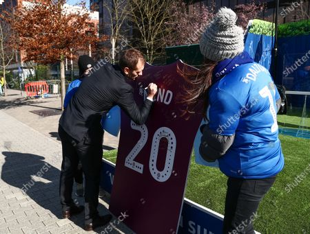 Stiliyan Petrov at Mind Activation prior to the game
