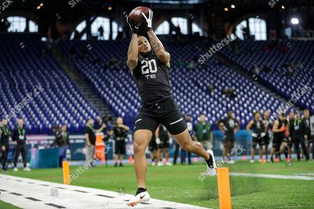 Tennessee tight end Dom Wood-Anderson runs a drill at the NFL football scouting combine in Indianapolis