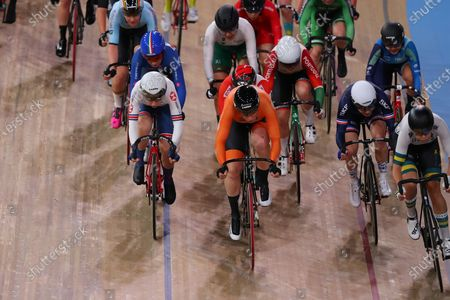 Laura Kenny of Great Britain (L) and Kirsten Wild of The Netherlands competing in the Women's omnium