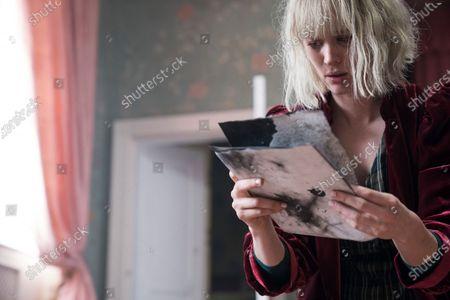 Mackenzie Davis as Kate Mandell