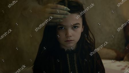 Brooklynn Prince as Flora Fairchild