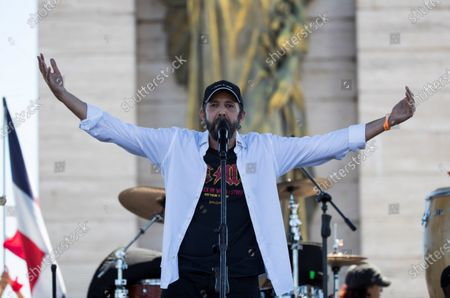 Juan Luis Guerra sings to protesters in Plaza de la Bandera, in Santo Domingo, Dominican Republic, 27 February 2020. The mobilization was convened through social networks in protest of the suspension of the municipal elections of 16 February, after technical failures of the electronic voting.