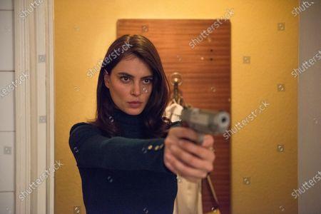 Catrinel Menghia as Gilda