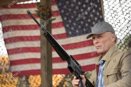 Ed Harris as Ray Mott