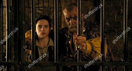 Harry Collett as Tommy Stubbins and Antonio Banderas as King Rassouli