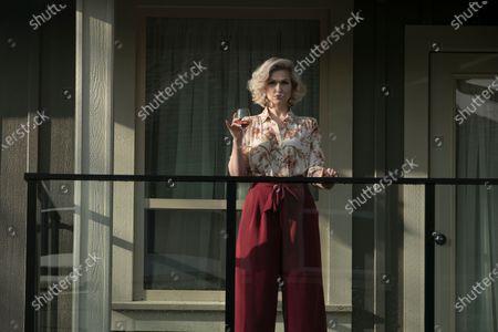 Jenn Lyon as Lisa Beasley