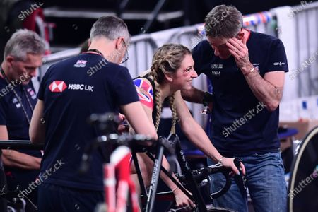 Stock Picture of Laura Kenny talks with Stephen Park following her crash in the Omnium Scratch Race.