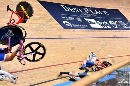 - Day 3 - Women's Omnium Scratch Race - Laura Kenny crash and injury