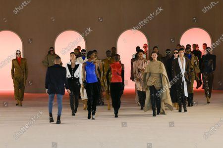 Stock Image of Olivier Rousteing, Erin Wasson, Julia Stegner, Helena Christensen, Caroline Ribeiro, Esther Canadas and Liya Kebede and models on the catwalk
