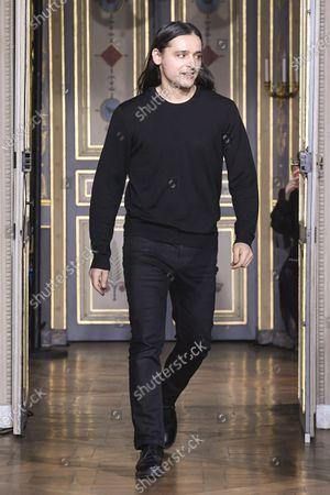Olivier Theyskens on the catwalk