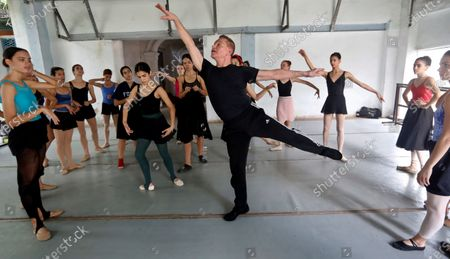 Richard Dickinson (2R), associate artistic director of the Verb Ballets of Cleveland (USA), offers a class to dancers of the Havana company ProDanza, in Havana, Cuba 25 February 2020 (issued 28 February). The Romeo and Juliet performance was rehearsed initialy separately in Cleveland and Havana. The performances begin this Friday at the National Theater of Cuba and will end next Sunday.