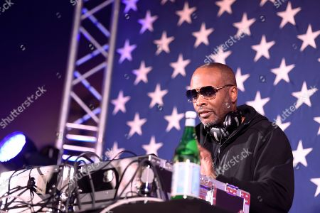 DJ Jazzy Jeff performs at an election-eve rally for Democrat Tom Steyer the night before the South Carolina presidential primary, in Columbia, S.C