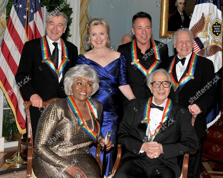 2009 Kennedy Center honorees front row from left to right: Grace Bumbry and Dave Brubeck - back row from left to right: Robert De Niro, United States Secretary of State Hillary Rodham Clinton, Bruce Springsteen, Mel Brooks