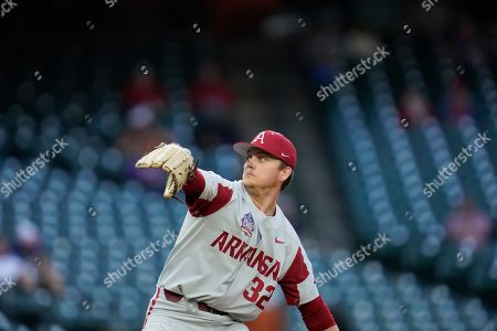 University of Arkansas pitcher Zack Morris (32) throws a pitch during an NCAA baseball game against University of Oklahoma on in Houston