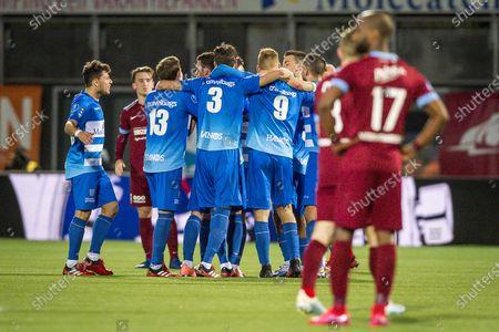 (L-R) Gustavo Hamer of PEC Zwolle, Rico Strieder of PEC Zwolle, Thomas Lam of PEC Zwolle, Mike van Duinen of PEC Zwolle, Bram van Polen of PEC Zwolle, Sondre Trondstad of Vitesse and Eli Dasa of Vitesse