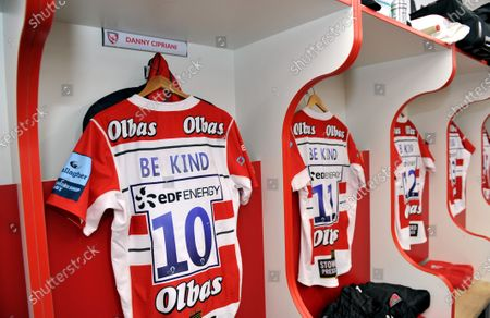 "Danny Cipriani and the Gloucester rugby team wore shirts embossed with the words ""Be Kind"" for tonight's game against Sale Sharls. Premiership Rugby's governing body gave the go-ahead for the kit change to support measures to improve mental health in light of the death of Caroline Flack.