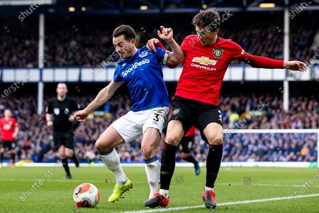 Leighton Baines of Everton takes on Victor Lindelof of Manchester United