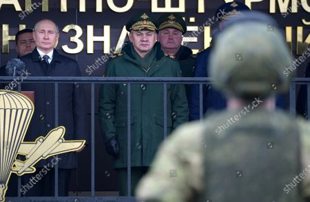 Russian President Vladimir Putin (L) and Defence Minister Sergey Shoygu (C) visit the base of 76th Airborne Division in Pskov, Russia, 01 March 2020.
