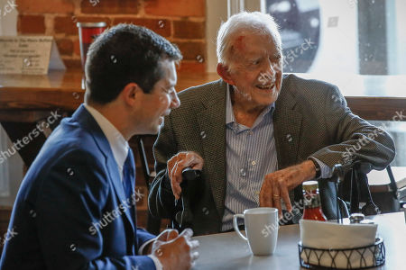 Democratic presidential candidate former South Bend, Ind., Mayor Pete Buttigieg, left, meets with former President Jimmy Carter, right, at Buffalo Cafe in Plains, Ga