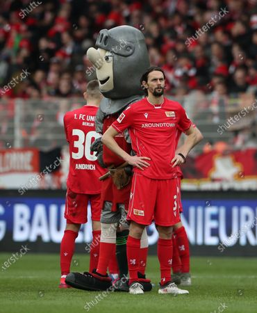 Neven Subotic dejected     / Enttaeuschung       / Sport / Football / DFL Bundesliga  /  2019/2020 / 01.03.2020 / 1.FC Union Berlin FCU vs. VfL Wolfsburg WOB / DFL regulations prohibit any use of photographs as image sequences and/or quasi-video. /