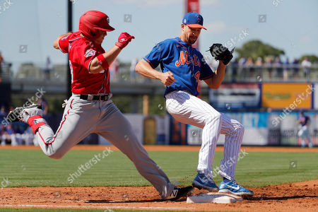 New York Mets pitcher Jacob deGrom, right, forces Washington Nationals' JB Shuck out at first base to end the top of the third inning of a spring training baseball game, in Port St. Lucie, Fla