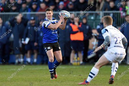 Freddie Burns of Bath Rugby in possession
