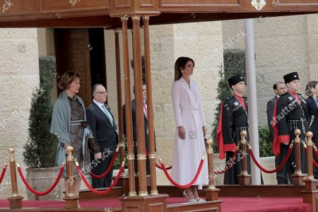 Rania, Sonja. Jordan's Queen Rania, center, walks with Norway's Queen Sonja, left, on the reviewing stand, at the Royal Palace, in Amman, Jordan