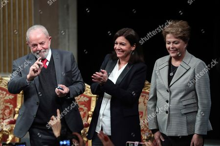 Brazilian former President Luiz Inacio Lula da Silva, left, flanked by Paris mayor Anne Hidalgo, center, and Former Brazilian president Dilma Rousseff, right, attend a ceremony to receive the honorary citizenship of Paris